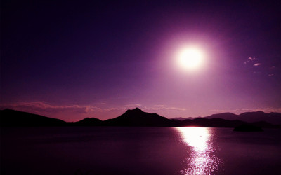 Lake on a purple night Wallpaper