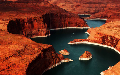 Lake Powell reservoir on the Colorado River wallpaper