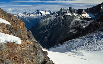 llecillewaet Glacier wallpaper