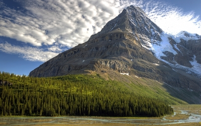Majestic mountain peak rising to the sky wallpaper