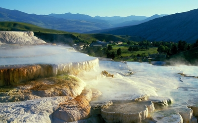 Mammoth Hot Springs wallpaper