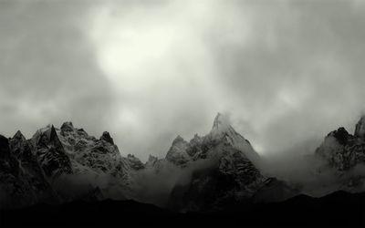 Misty mountain peaks wallpaper