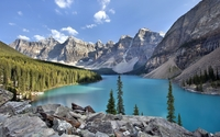 Rocky peaks surrounding Moraine Lake wallpaper 1920x1200 jpg