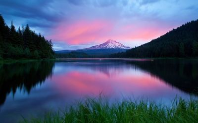 Mountain lake at dusk wallpaper