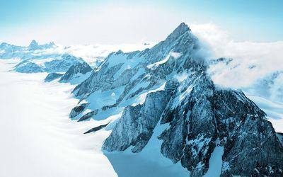 Mountain range in Greenland wallpaper
