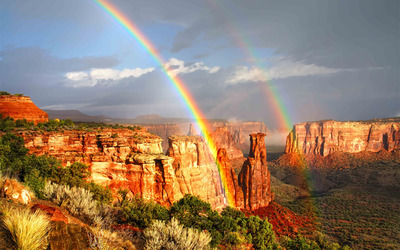 Rainbows in the Colorado National Monument wallpaper