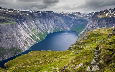Ringedalsvatnet lake, Norway wallpaper