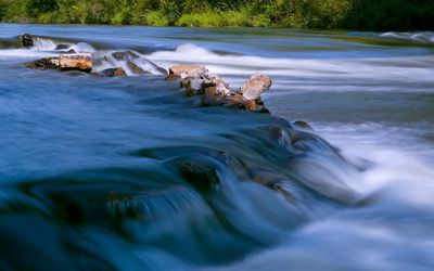 River flowing on the rocks wallpaper