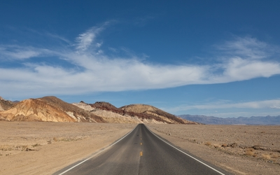 Road passing through Death Valley National Park Wallpaper