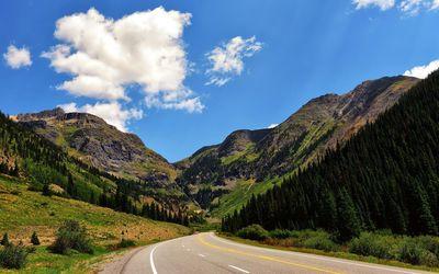 Road through the mountains wallpaper