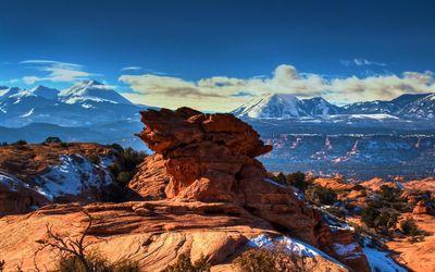 Rock formation in the Moab desert wallpaper