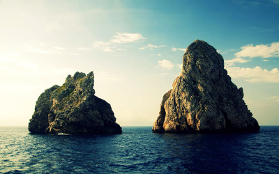 Rock formations in the ocean wallpaper