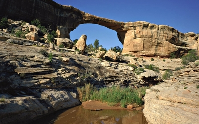 Rocky arch in Natural Bridges National Monument wallpaper