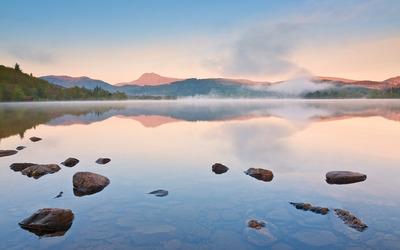 Rocky calm lake wallpaper
