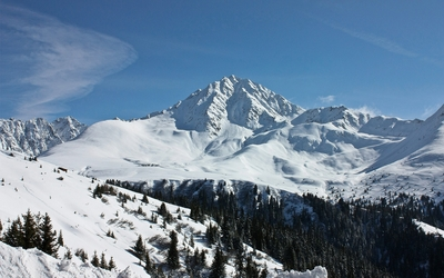 Rocky mountains covered in snow wallpaper
