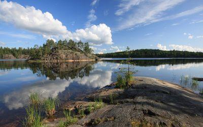 Rocky shore by the lake wallpaper