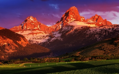 Rusty mountains in Grand Teton National Park wallpaper