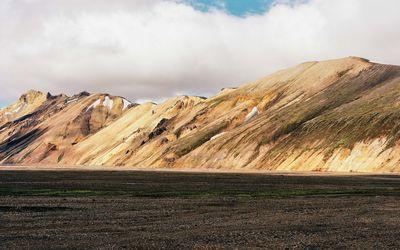 Rusty mountainside wallpaper