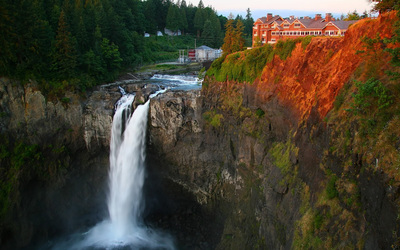Rusty rocks by Snoqualmie Falls wallpaper