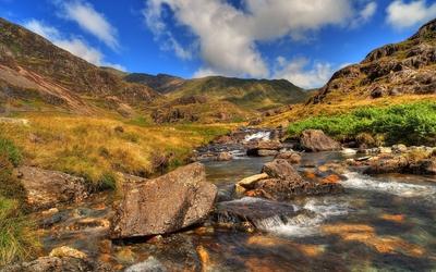 Rusty rocks in the river mountain wallpaper