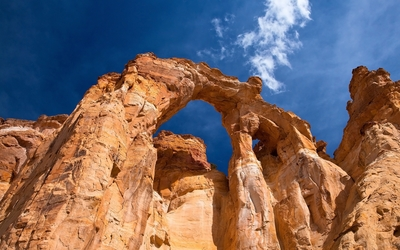 Rusty rocky arch in Arches National Park wallpaper