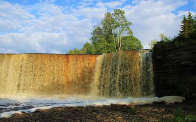 Rusty waterfall wallpaper
