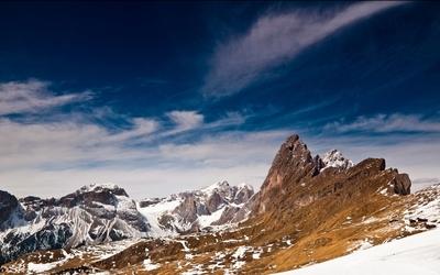 Sharp peaks rising to the sky wallpaper