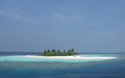 Small island in the ocean Wallpaper