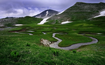Small river in the mountain valley Wallpaper
