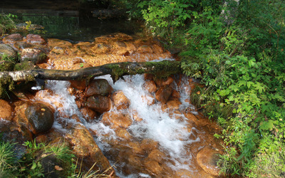 Small waterfall in the rusty river wallpaper