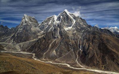 Snow on the high rocky mountain peak wallpaper