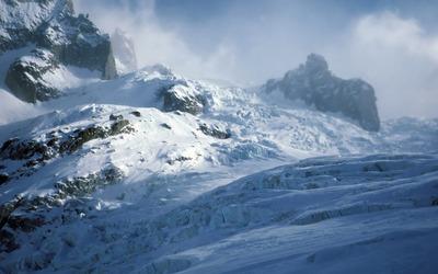 Snowy mountain peaks [2] wallpaper