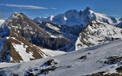 Snowy mountain peaks [4] wallpaper