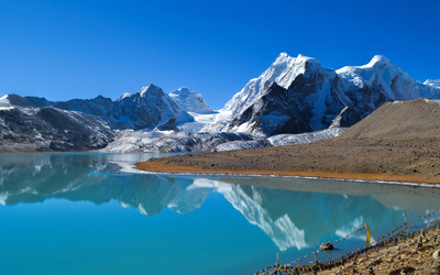 Snowy mountain peaks by the lake wallpaper