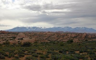Snowy mountain peaks in the horizon wallpaper