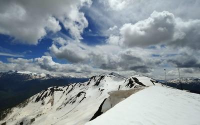 Snowy mountain top [3] wallpaper