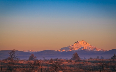 Snowy peak at sunset wallpaper