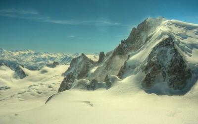 Snowy peaks wallpaper