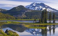Sparks Lake and South Sister Peak, Deschutes National Forest wallpaper 1920x1080 jpg