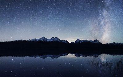Starlit sky reflecting in the lake wallpaper