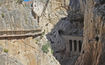 Stone bridge in Caminito del Rey wallpaper