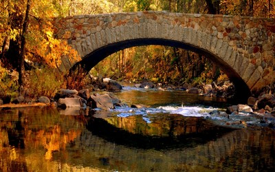 Stone bridge in the fall wallpaper
