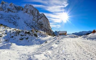Sun shining over the snowy mountains wallpaper