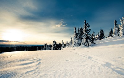 Sunny day in the snowy mountains wallpaper