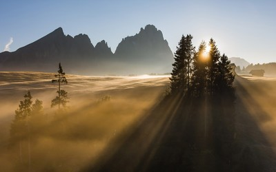 Sunrise in the Dolomites wallpaper