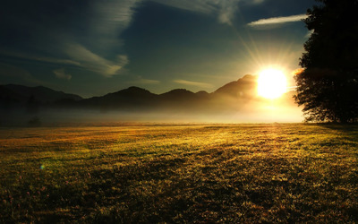 Sunrise over the Mountains wallpaper