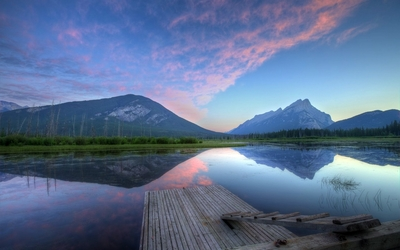 Sunset clouds reflecting in the Vermilion Lakes wallpaper