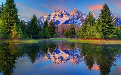 Sunset light reflecting on the snowy peaks of Grand Teton mounta wallpaper