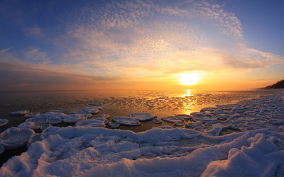Sunset over the icy ocean wallpaper