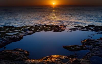 Superb sunset at the ocean wallpaper